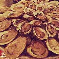 รูปภาพถ่ายที่ Mermaid Oyster Bar โดย Carrie เมื่อ 2/19/2013
