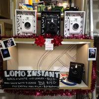 Foto scattata a Lomography Embassy Store Chicago da Piper R. il 12/19/2014