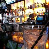 Foto tomada en On Deck Sports Bar & Grill por Toni-Marie S. el 10/14/2012