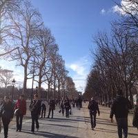 Foto scattata a Jardins des Champs-Élysées da Owen J. il 3/9/2013