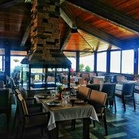 5/14/2015 tarihinde Oğuzhan D.ziyaretçi tarafından Körfez Aşiyan Restaurant'de çekilen fotoğraf
