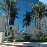Foto tomada en Raleigh Studios Hollywood por Shawna C. el 9/24/2012