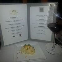 รูปภาพถ่ายที่ Emilie French Restaurant โดย Haseena B. เมื่อ 12/3/2012