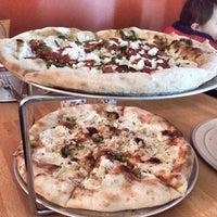 2/9/2014 tarihinde Maggie P.ziyaretçi tarafından Coney Island Pizza'de çekilen fotoğraf
