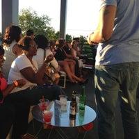 Das Foto wurde bei Indigo Bar & Lounge von Deniscia S. am 5/25/2013 aufgenommen