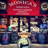 2/21/2013 tarihinde Christopherziyaretçi tarafından Monica's Mercato'de çekilen fotoğraf