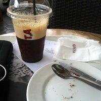 Foto tirada no(a) Costa Coffee por Nicos N. em 11/2/2012