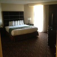Foto scattata a Embassy Suites by Hilton da 💚💕Amber💕💚 il 3/25/2013