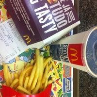 Foto tirada no(a) McDonald's por Ana G. em 10/29/2012
