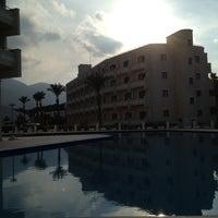รูปภาพถ่ายที่ Vuni Palace Hotel โดย Uguralp เมื่อ 11/29/2012