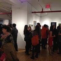 Foto tomada en Agora Gallery por Grace L. el 12/19/2013