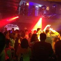 Foto tirada no(a) Kuşadası Club Bar por Sedat Ediz em 6/27/2013