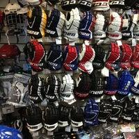 Снимок сделан в Национальный хоккейный магазин пользователем Anton 11/18/2012