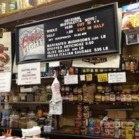 Foto tomada en Central Grocery Co. por Desmond el 2/19/2013