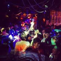 Foto tirada no(a) PLAY Bar & Club por Audi K. em 11/21/2013