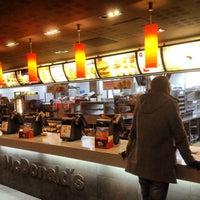 Foto tirada no(a) McDonald's por Pavel em 11/22/2012