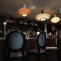 Das Foto wurde bei Looking Glass Cocktail Club von Mark N. am 5/17/2016 aufgenommen