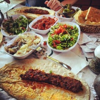 Das Foto wurde bei Mehmet Usta Kebap ve Ciğer Salonu von Ahmet S. am 5/25/2013 aufgenommen