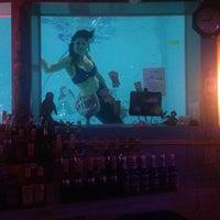 รูปภาพถ่ายที่ Sip 'n Dip Lounge โดย John B. เมื่อ 4/25/2014