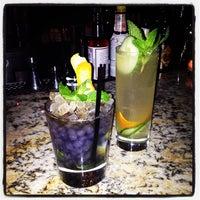 12/12/2012 tarihinde Missanniemaeziyaretçi tarafından Maude's Liquor Bar'de çekilen fotoğraf