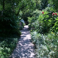 Foto diambil di The Garden at St. Luke in the Fields oleh Rebecca L. pada 6/21/2013