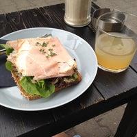 Das Foto wurde bei Café Oliv von Isa am 5/11/2013 aufgenommen