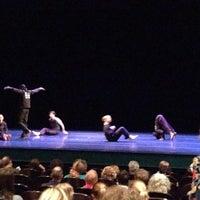 Das Foto wurde bei The Joyce Theater von mayo am 7/13/2013 aufgenommen