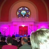 Foto scattata a Sixth & I Historic Synagogue da Jeanean il 6/10/2013