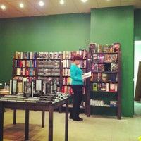 รูปภาพถ่ายที่ Свои Книги โดย Саша Я. เมื่อ 11/21/2012
