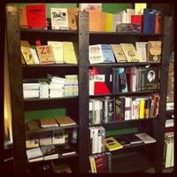 รูปภาพถ่ายที่ Свои Книги โดย Саша Я. เมื่อ 11/18/2012
