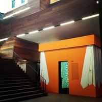 Foto tirada no(a) MoMu - ModeMuseum Antwerpen por David em 10/3/2012