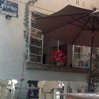 รูปภาพถ่ายที่ La Cafetería โดย Daniel S. เมื่อ 12/17/2012