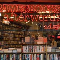 Foto tomada en Kramerbooks & Afterwords Cafe  por Kramerbooks & Afterwords Cafe el 12/20/2013