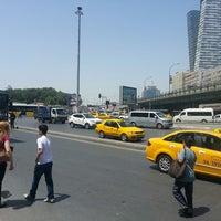Foto scattata a Mecidiyeköy Meydanı da mkas# il 5/31/2013