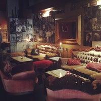 Foto diambil di The Alchemist Bar & Cafe oleh Michelle S. pada 10/15/2013