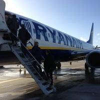 Foto tirada no(a) London Stansted Airport (STN) por Suzan G. em 1/27/2013