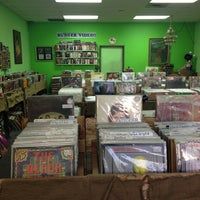รูปภาพถ่ายที่ Burger Records โดย Neil S. เมื่อ 10/3/2012