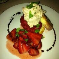 Foto tirada no(a) Harlow's Fine Cuisine and Crafted Cocktails por 💜Feli Baby Precious💜 N. em 3/16/2013