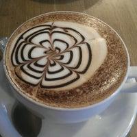 Foto diambil di Rick's Café oleh Michael P. pada 10/6/2012