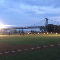 6/25/2013 tarihinde Densziyaretçi tarafından East River Park'de çekilen fotoğraf