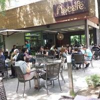 5/30/2013 tarihinde Yiannis G.ziyaretçi tarafından Flocafé'de çekilen fotoğraf