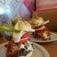 Foto scattata a Boca Burger House da Kristen F. il 6/18/2016