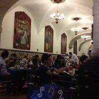 Foto diambil di Café de Tacuba oleh Jossue pada 11/19/2012