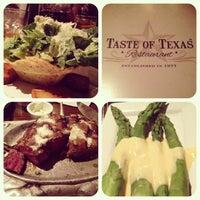 รูปภาพถ่ายที่ Taste of Texas โดย Kristin เมื่อ 1/18/2013
