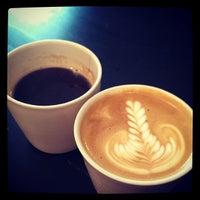 Foto tomada en MacIntyre Coffee por Fanny M. el 4/5/2014