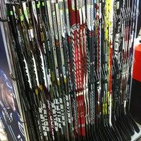 Снимок сделан в Национальный хоккейный магазин пользователем Dimaudio ® 4/4/2013