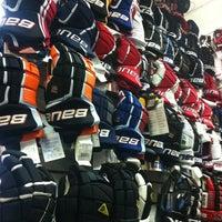 Снимок сделан в Национальный хоккейный магазин пользователем Dimaudio ® 4/6/2013