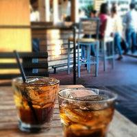 Foto tirada no(a) The West End Gastro Pub por Chelsea of W. em 10/19/2012