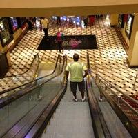 Foto diambil di Seminole Hard Rock Hotel & Casino oleh Stephanie pada 7/13/2013