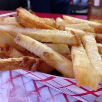 Foto diambil di J.R.'s Fresh Cut French Fries oleh Will H. pada 9/21/2013